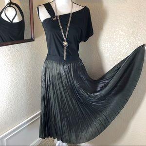 Vera Wang Pleated Shimmer Skirt